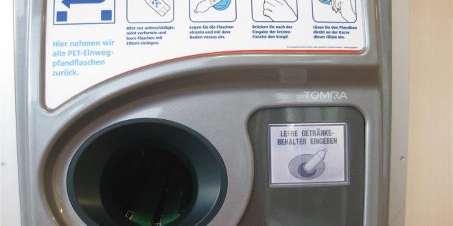 Truffa con macchina riciclaggio bottiglie