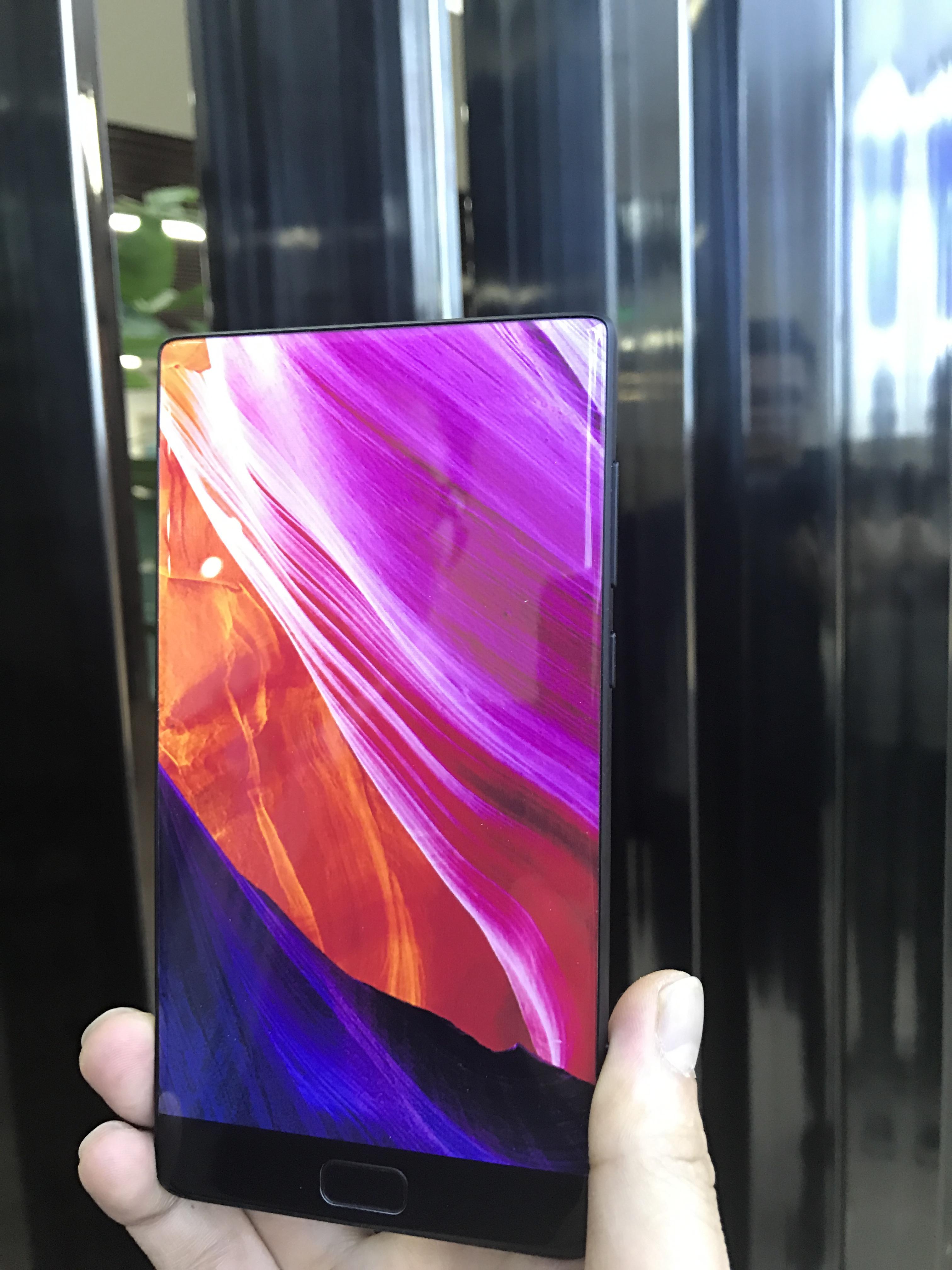 Elephone S8 smartphone senza bordi