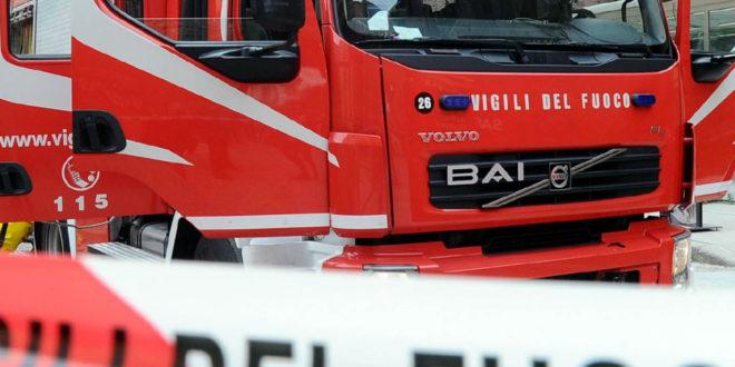 Incendio in una baracca a Milano, muore una donna, uomo rimasto ferito