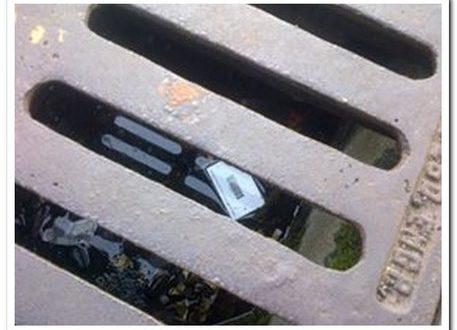 Muore annegato nel tentativo di recuperare le chiavi in un tombino