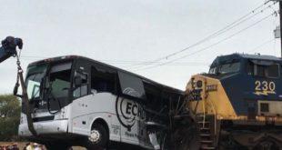 Un treno ha investito un bus nel Mississipi