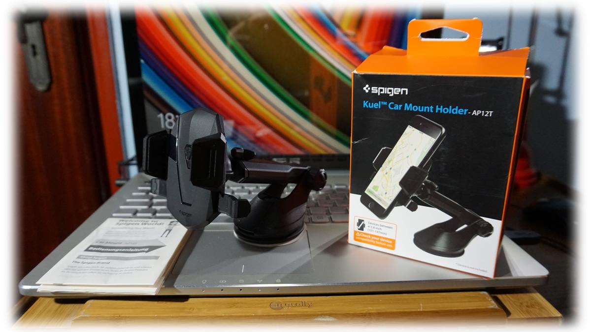 Supporto smartphone per auto e caricabatterie auto della spigen.
