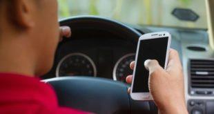 Nuove multe per chi guida mentre usa lo smartphone