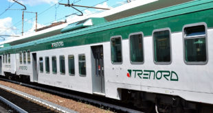 Ragazzina muore mentre cerca di scendere dal treno in movimento